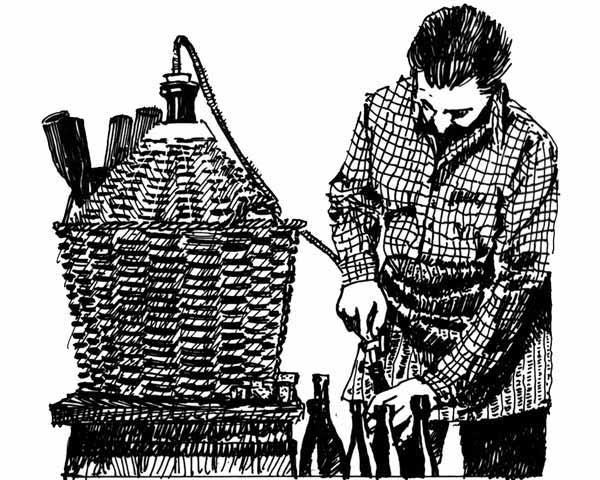 Travaso del vino da damigiana a bottiglie