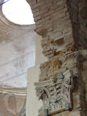 nterno dell'abbazia di San Remigio presso Gavi: dettaglio