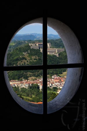 Santuario di NS della Guardia: scorcio del Forte di Gavi