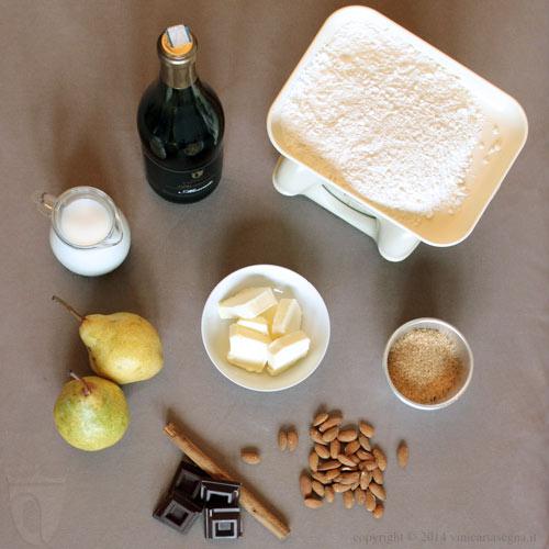 Ingredienti del crumbler di pere al moscato con mandorle e cioccolato
