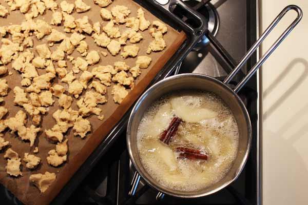 Preparazione-del-crumbler-di-pere-al-moscato