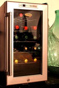 cantinetta refrigerante per la conservazione del vino