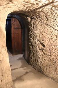 La conservazione del vino: grotta in tufo