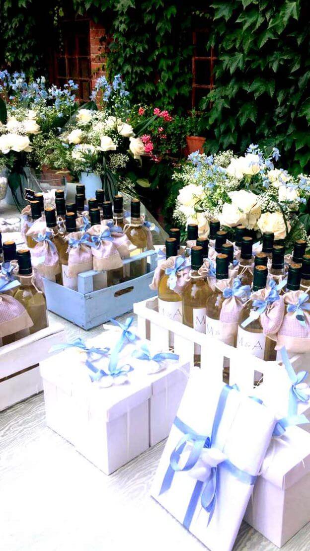 Alice e Marco: bottiglie di vino come bomboniere